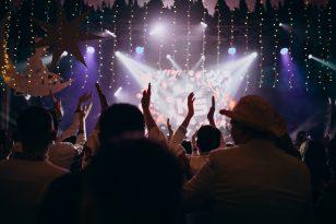 Organizzare una festa in discoteca: si può fare e come?